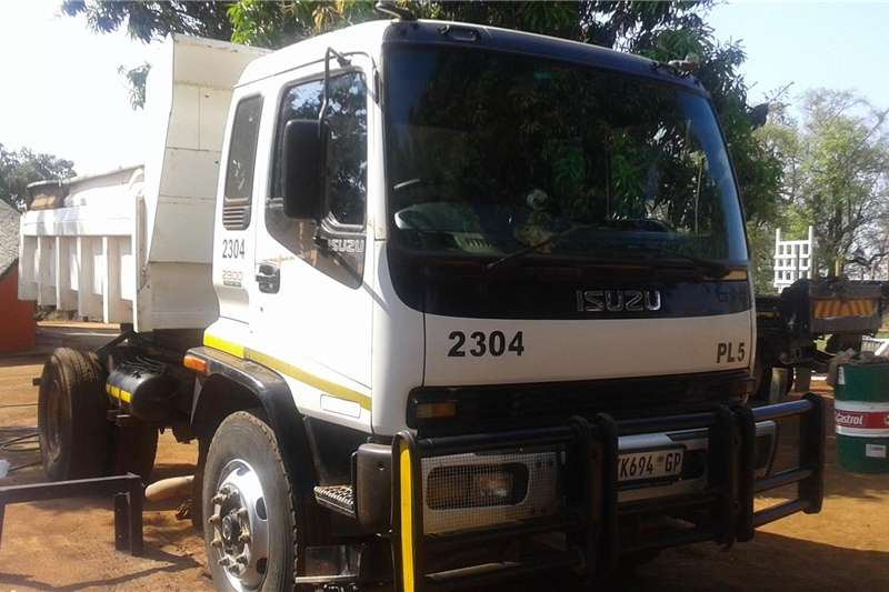 Trucks  ISUSZU TIPPER 2300 TRACTOR TURBO