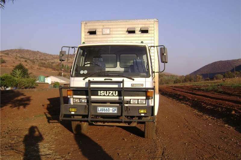 Trucks Isuzu F8000
