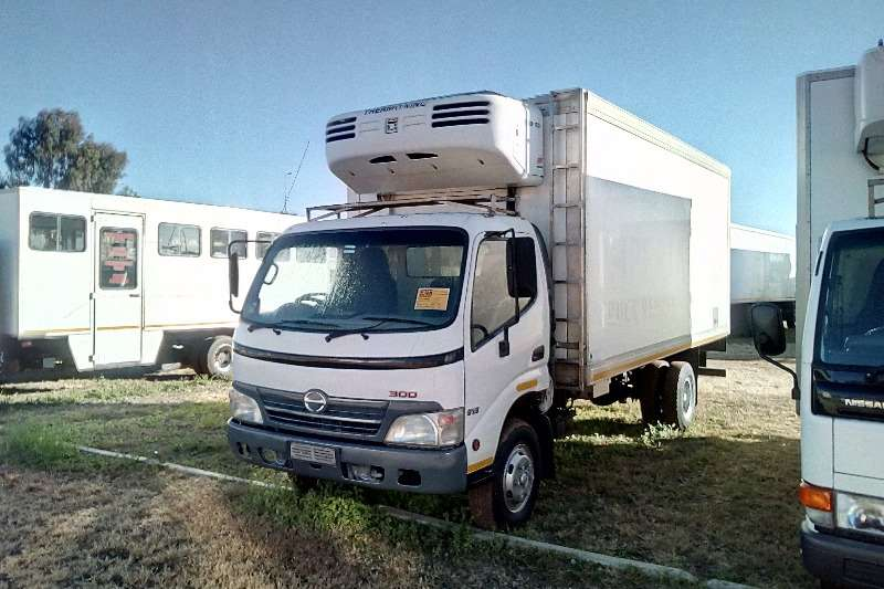 Hino 300-915 with MD 100 Fridge