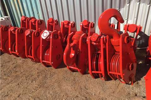 Attachments VARIOUS SIZED USED CRANE HOOKS 0