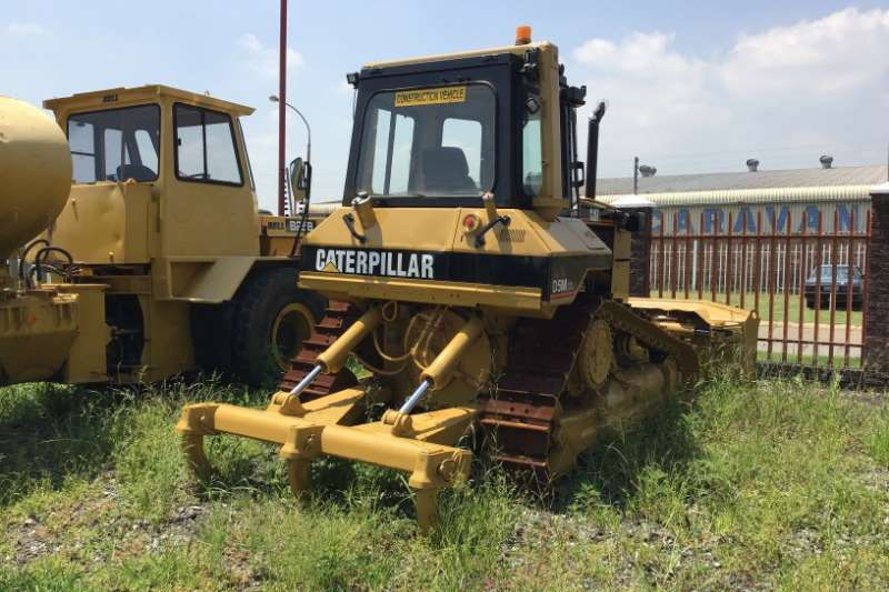 Caterpillar 2002 CAT D5M Dozer Dozers