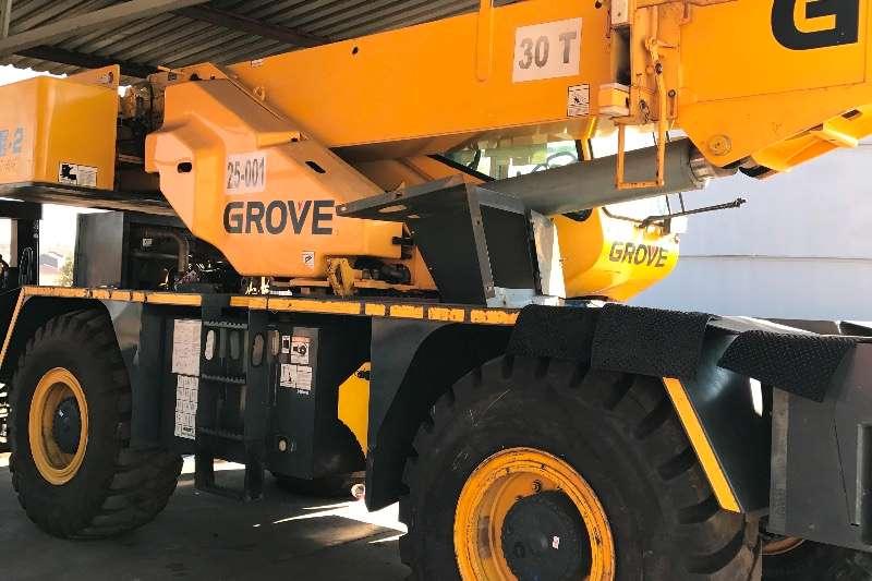 Grove Rough terrain RT530 Cranes