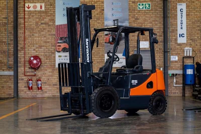 Doosan Diesel forklift Forklift D25S 5 Forklifts