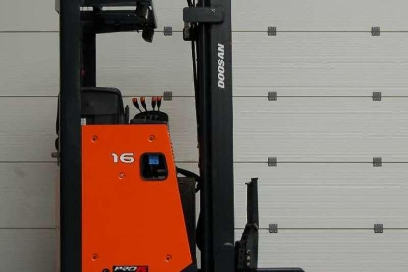 Doosan Electric forklift 1.6 TonBR16JWReach Truck Forklifts