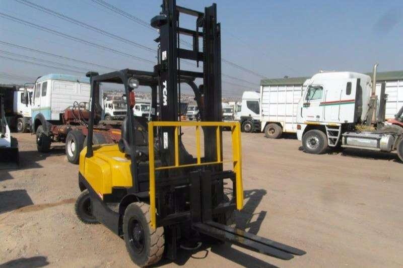 Forklifts TCM Diesel Forklift 2.5 Ton Forklift 0