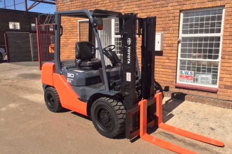 Forklifts Toyota Diesel Forklift 3 Ton Forklift/Diesel Toyota 8FD30 2011