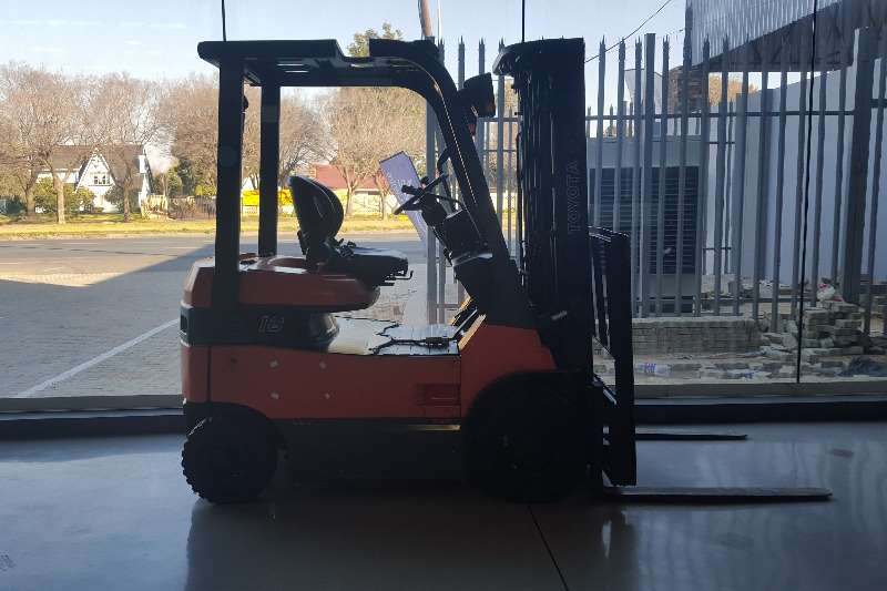 Toyota Electric forklift TOYOTA Forklifts