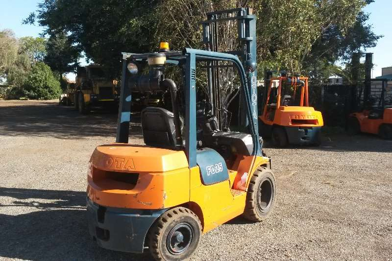 Forklifts Toyota FD25 0
