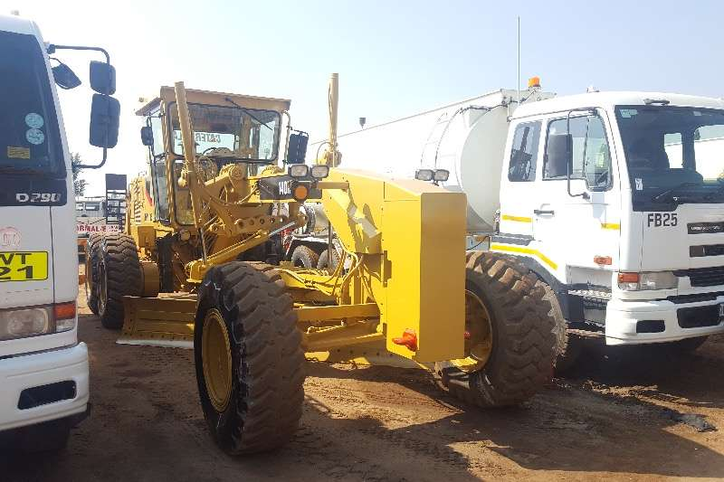 Graders Caterpillar 140H GRADER 2002