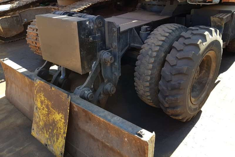 Hitachi X160W with Atlas Copco MB Hammer and Bucket Excavators