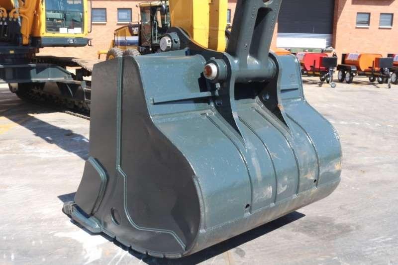 Hyundai Robex R520 Excavators