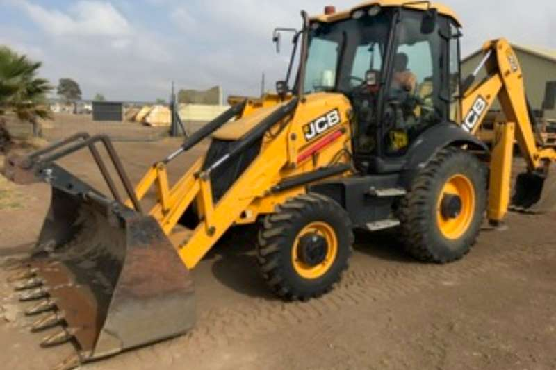 2010 JCB 3CX 4x4 Backhoe Loader with fold over forks TLBs Machinery