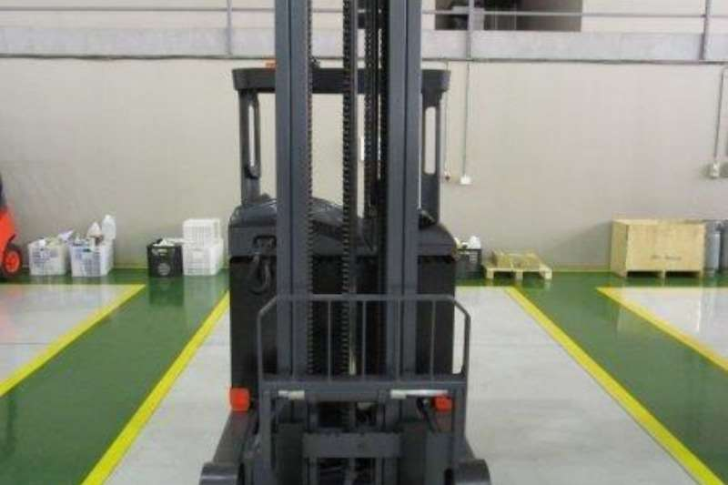 Linde Material handling R16S Reach Truck1.4 Ton Forklifts