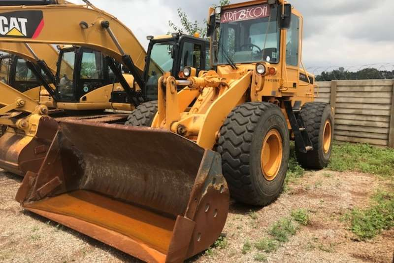 Loaders Hyundai 1991 Hyundai HL740-3 Loader 1991