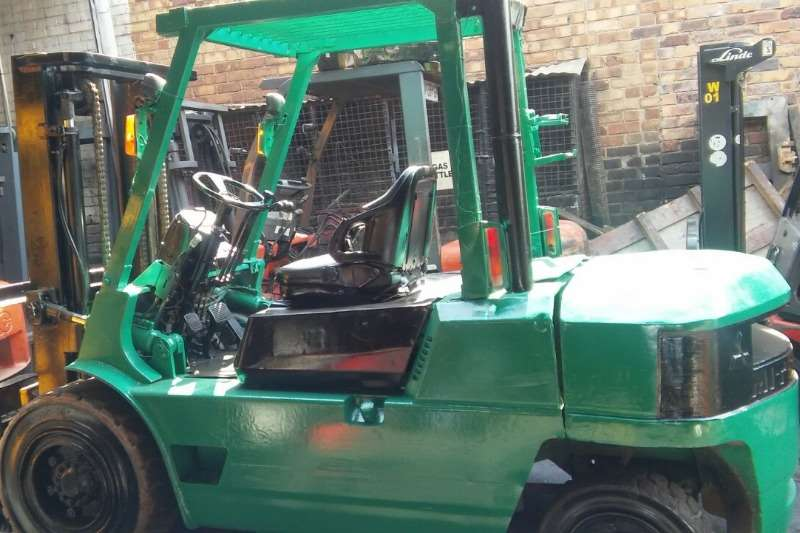 Mitsubishi Diesel forklift 3.5 ton, 4 ton, 4.5 ton from r145 000 Forklifts