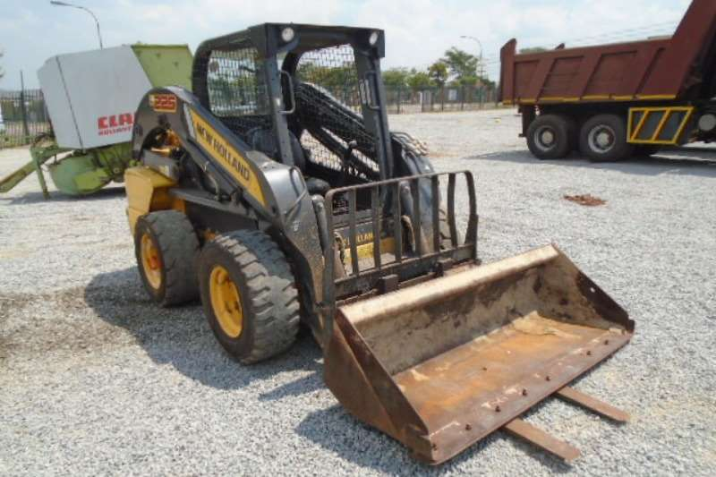 New Holland Skidsteer Loader L225 Skid Steer Loader 2013