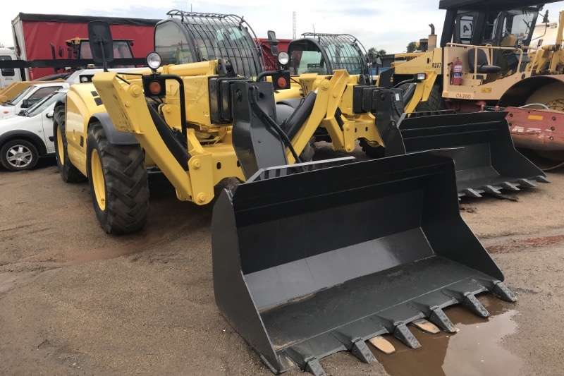 New Holland Telehandlers NH17M 4X4 WITH BUCKET 2009