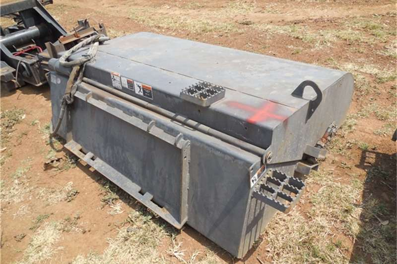 Others Bobcat SWEEPER ATTACHMENT 2004