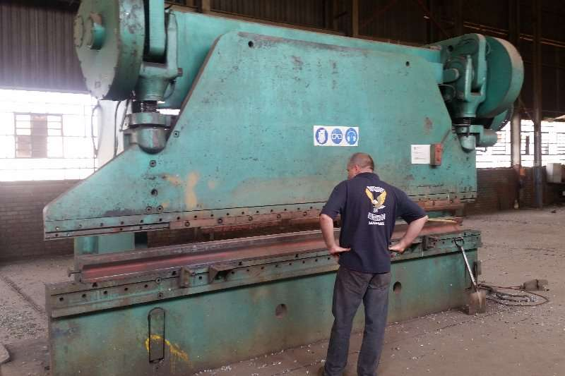 Electric press brake.cincinatti   4.2m   +_300ton Others