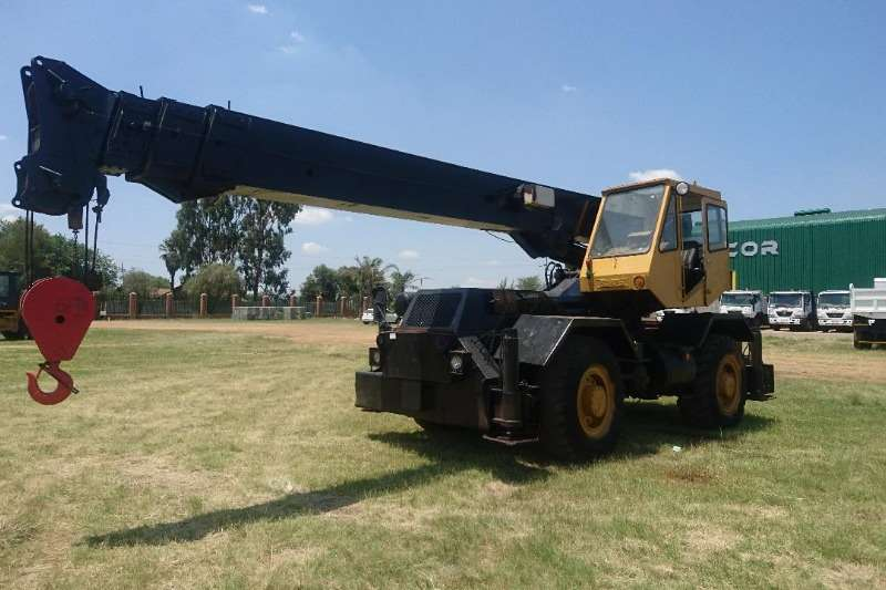 P&H Rough terrain (18t) Cranes