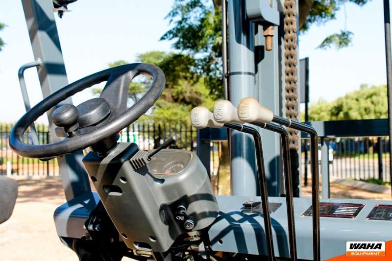 SAKER Diesel forklift 7 Ton / 2 Stage Forklifts