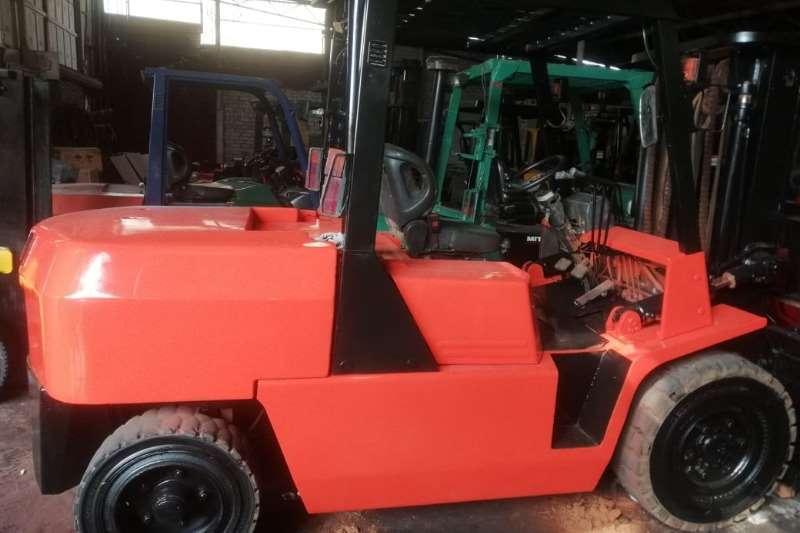 TCM 5 ton   3m lift   side shift Forklifts