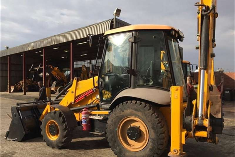 TLBs JCB 3CX ECO 4X4 92HP TLB WITH 4 IN ONE BUCKET AND BACK 2011