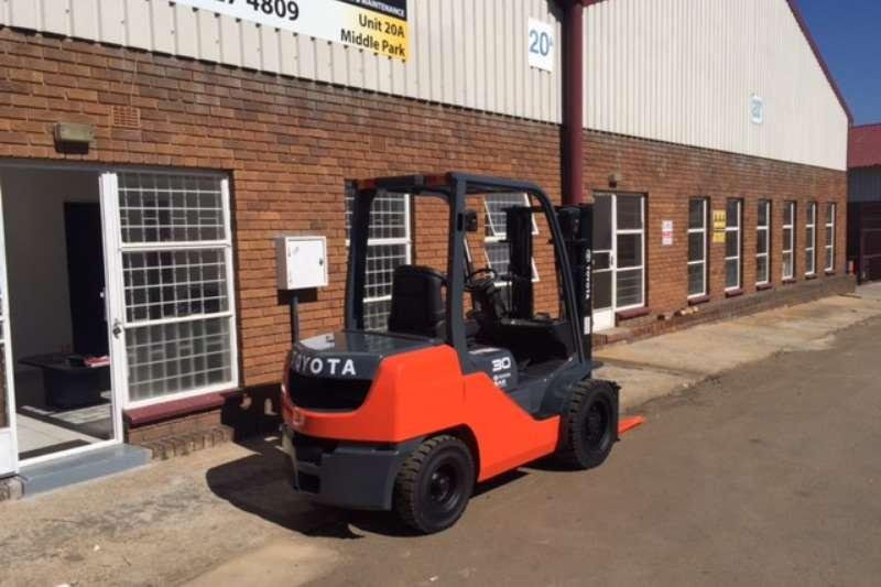 Forklifts Toyota 3.0 ton PETROL/GAS TOYOTA 8FG30