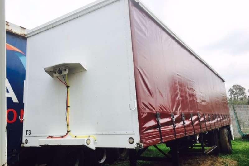 Hendred 8.9m tautliner trailer