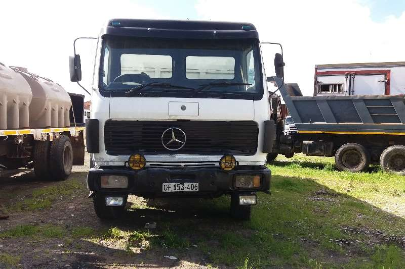 Mercedes Benz 26-33 10 cub tipper