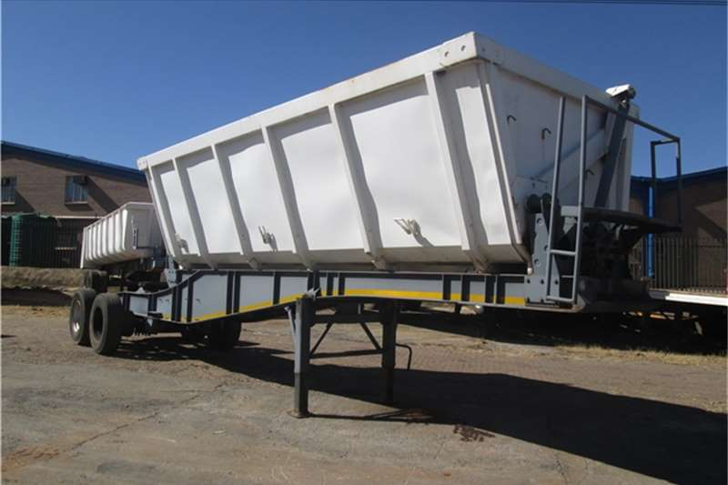 Paramount 18cubic Side Tipper
