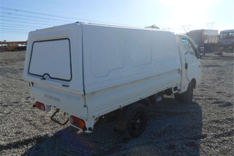 Hyundai H-100 2.6D Dropside With Canopy
