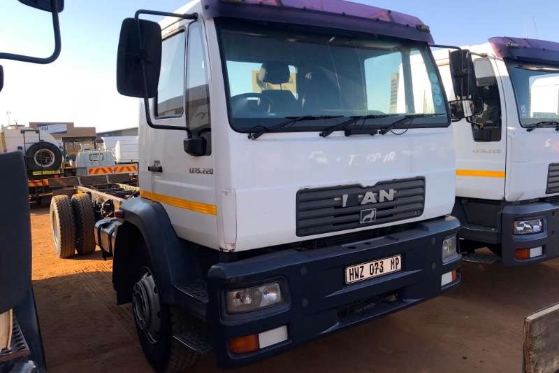 MAN 15-220 CHASSIS CAB