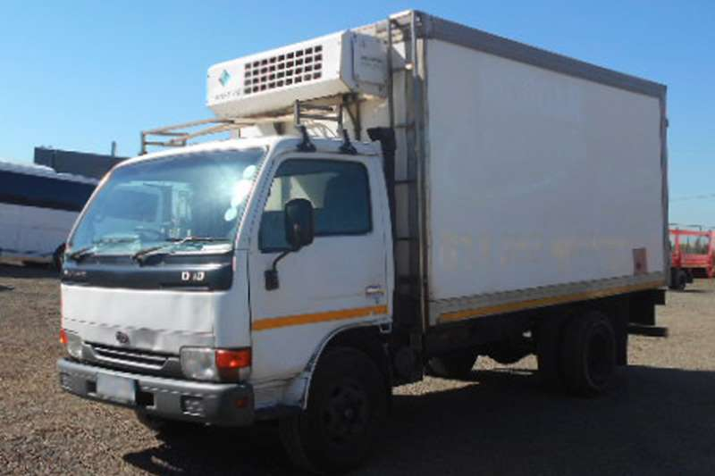 Nissan UD40 with Meat Hanger Body