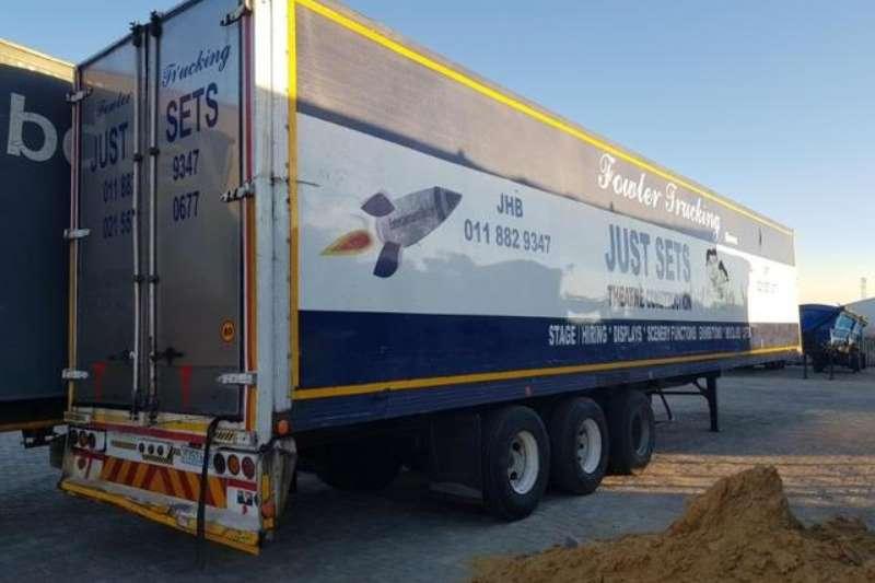 TDM封闭式三轴拖车箱拖车