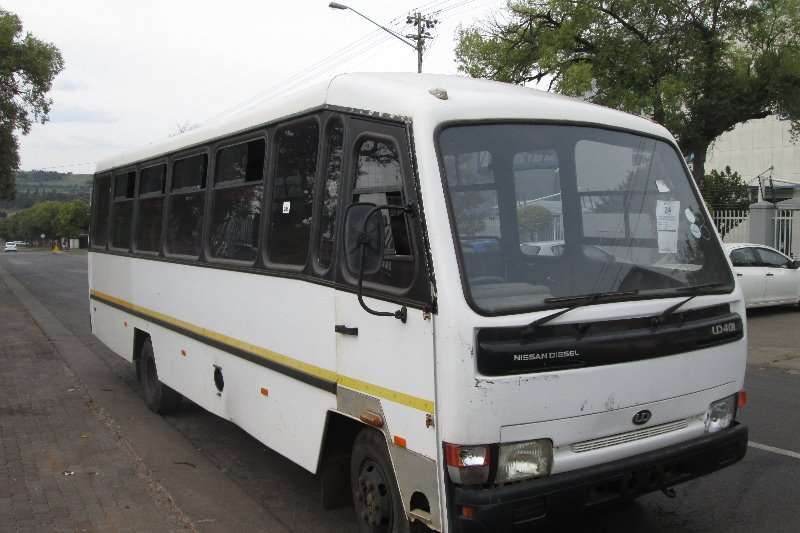 Buses Nissan 10 Seater UD40L 2004
