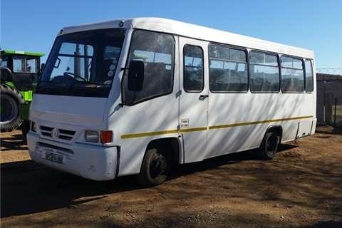 Buses Tata 32 seater  2005