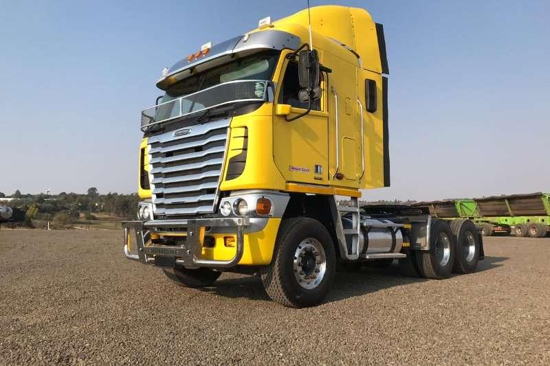 Freightliner Truck-Tractor Double Axle Freightliner Argosy ISX500 2014
