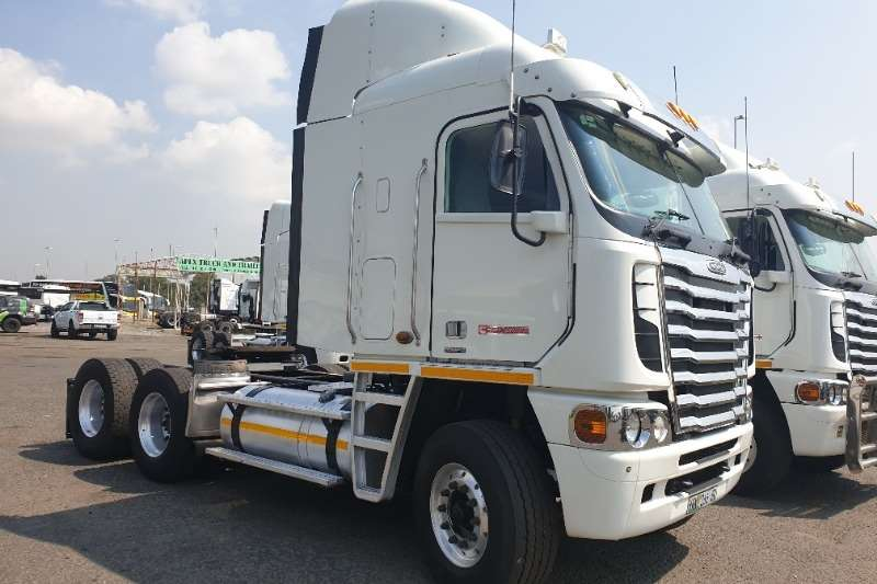 Freightliner Truck-Tractor Double Axle ISX 500 NG 2013