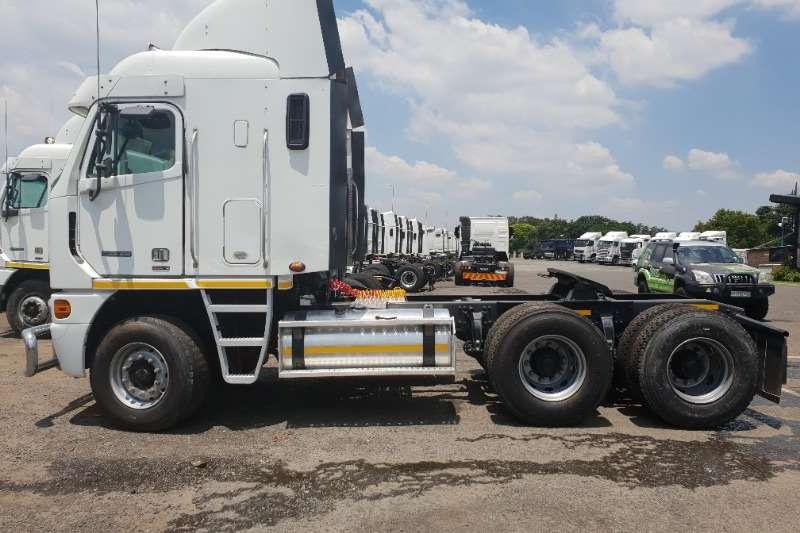 Freightliner Double axle ISX500 Truck-Tractor
