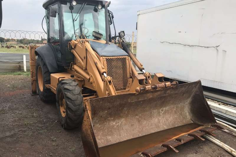 FRONT END LOADER TLB WITH BACK ACTOR 11000 HOURS