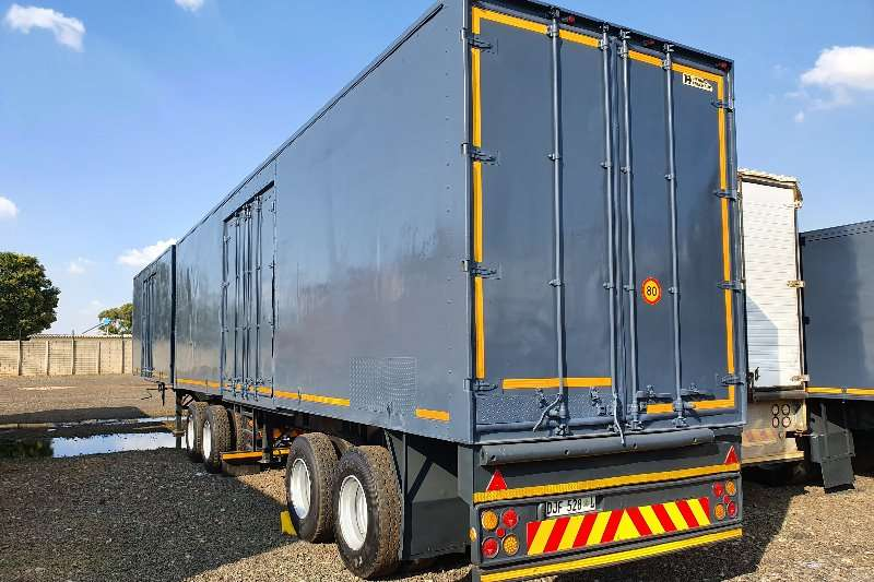 Hendred Close volume body 7x11m Trailers