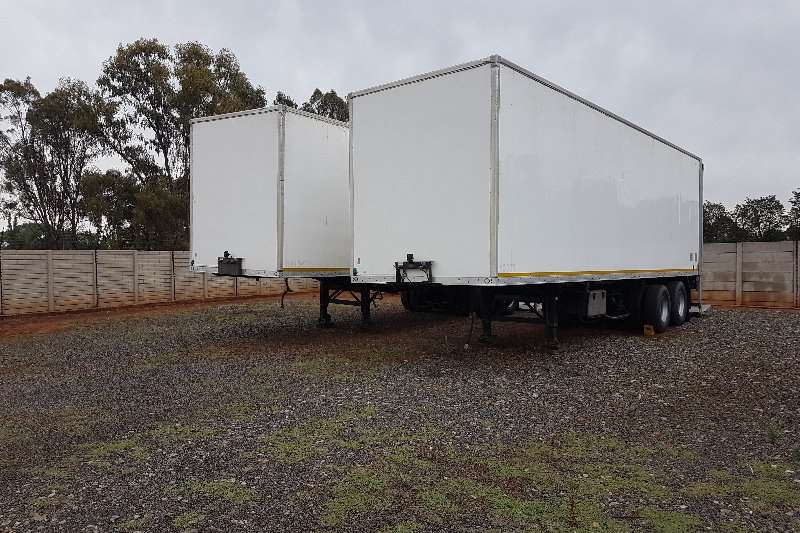 Henred Close volume body 10m double axle with tail lift Trailers