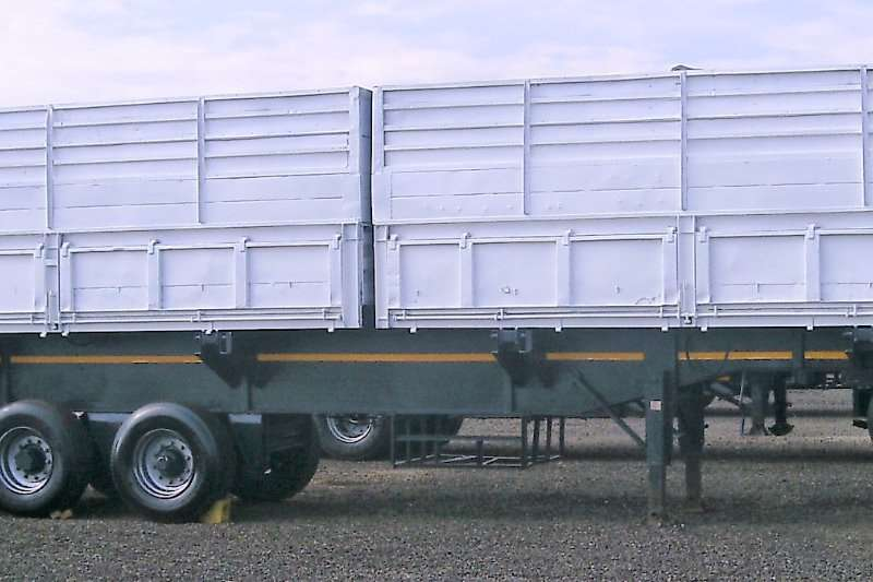 Henred Grain carrier HENRED FRUEHAUF TRI AXLE MASS SIDES GRAIN SIDE TIP Trailers