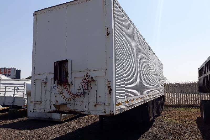 Henred Tri-Axle Henred Fruehauf Tri Axle Closed Body Trailer Trailers