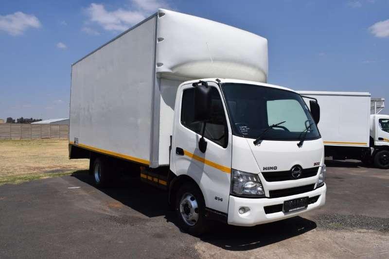 Hino Closed body 300 814 4TON Truck