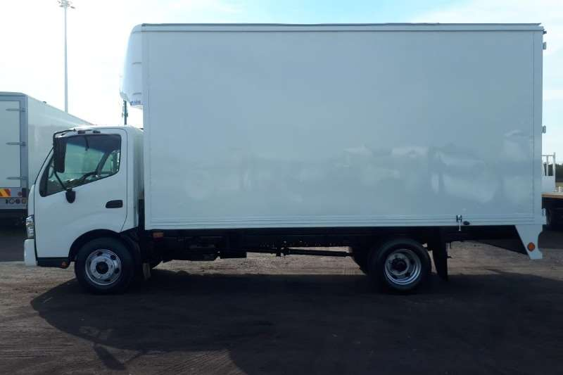 Hino Closed body HINO 300 714 CLOSED BODY Truck