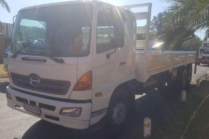 Hino Crane truck 17 257 Truck
