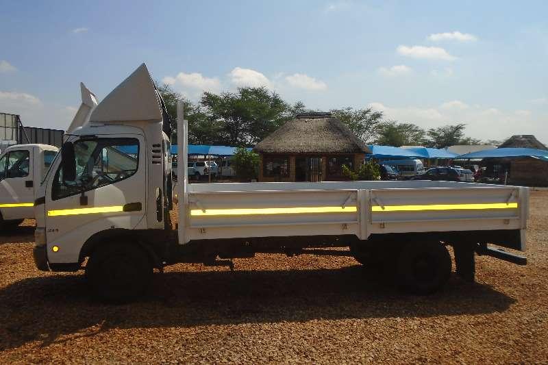 Hino Dropside 300 814 4.5TON Truck
