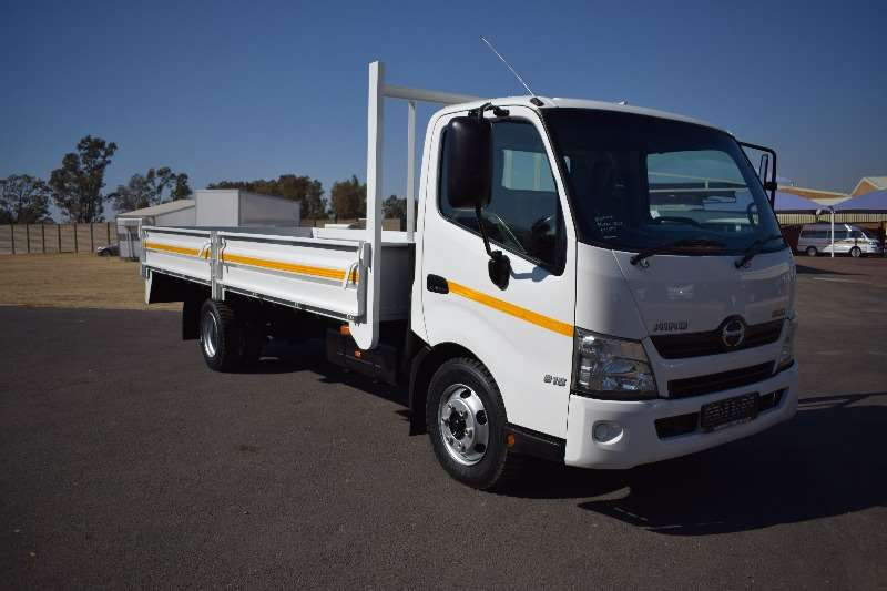 Hino Truck Dropside 300 814 A/T 4 ton 2013